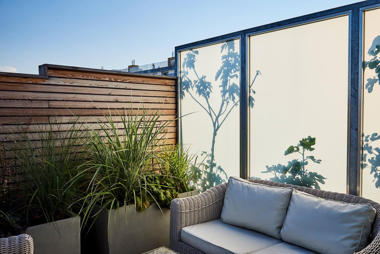 Sitzecke mit Sichtschutz auf Dachterrasse